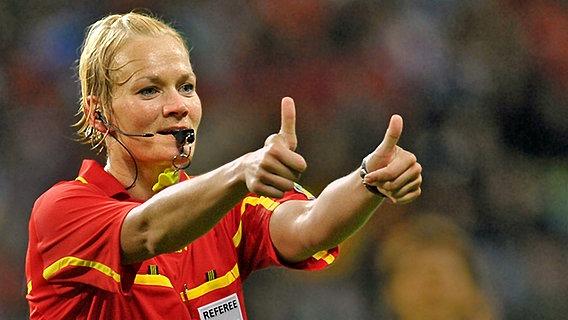 Schiedsrichterin Bibiana Steinhaus im Finale der Frauen-WM 2011 in Frankfurt/Main © picture alliance/dpa Foto: Carmen Jaspersen