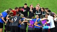 Deutschlands Fußball-Nationalmannschaft um Trainer Horst Hrubesch (M.) © dpa - Bildfunk Fotograf: Sebastian Kahnert