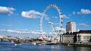 Das Riesenrad London Eye am Ufer der Themse © picture-alliance / © World Pictu Foto: Peter Phipp