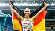 Die deutsche Weitspringerin Vanessa Low jubelt über ihren Sieg. © imago/Beautiful Sports
