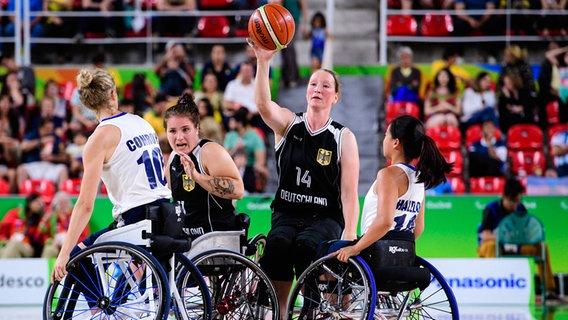 Spielszene aus der Partie Deutschland gegen Großbritannien © imago/Conny Kurth