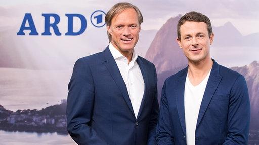 Die ARD-Moderatoren Gerhard Delling (l.) und Alexander Bommes