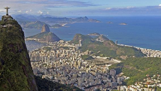 Die Christusstatue auf dem Corcovado in Rio den Janeiro © picture alliance / KUNZ / Augenklick Foto: Bernhard Kunz