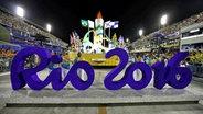 "Der Schriftzug ""Rio 2016"" im Sambodromo von Rio de Janeiro © picture alliance / dpa Fotograf: Marcelo Sayao"