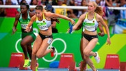 Die deutschen Sprinterinnen Rebekka Haase (l.) und Gina Lückenkemper der 4x100m-Staffel © dpa - Bildfunk Fotograf: Franck Robichon